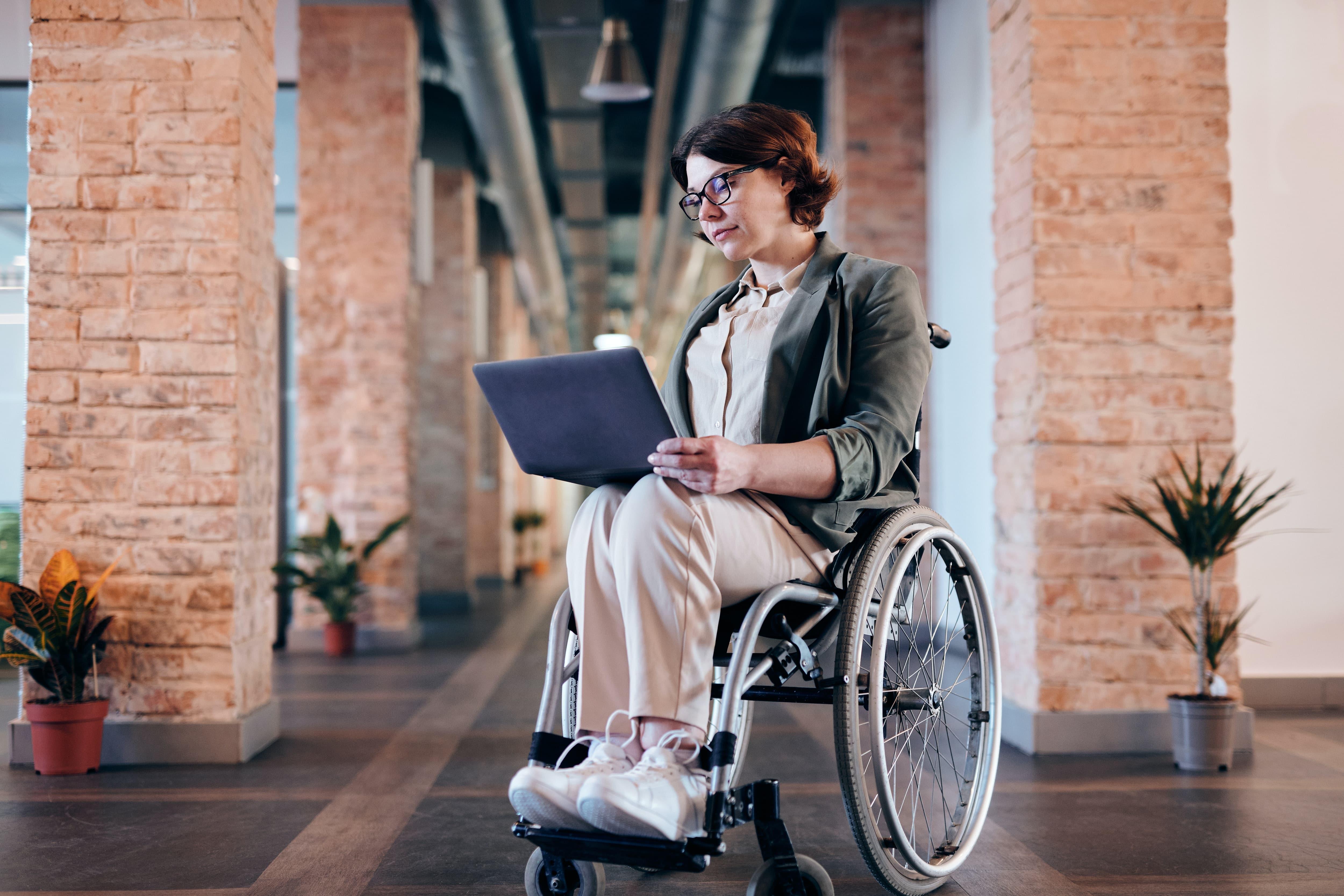 Studie: Frauen mit Behinderung auf dem Arbeitsmarkt benachteiligt