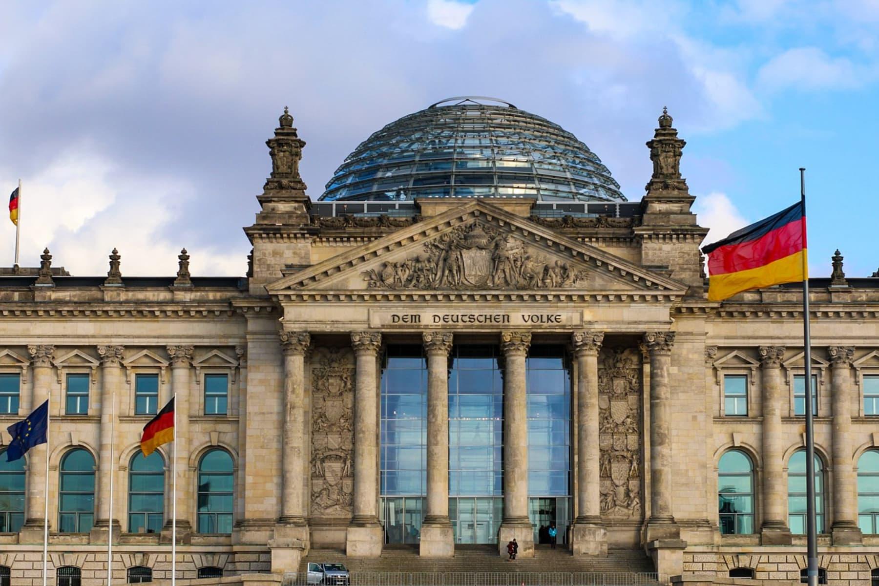 Die Hälfte der Deutschen sieht die Demokratie in Gefahr